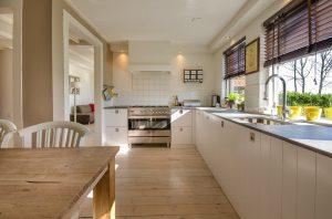 キッチンのリフォーム希望の方、必見!意外と重要な床材選び